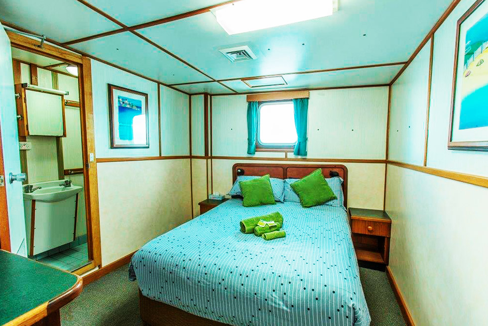 Eco Abrolhos middle deck double bed room