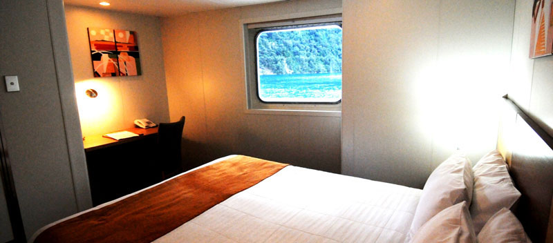 Oceanic Discoverer promenade deck (category b) stateroom